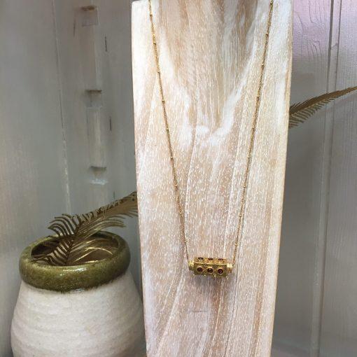 Collier amulette La2l Grenat.1