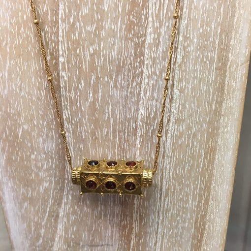 Collier amulette La2l Grenat.2